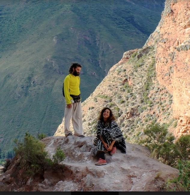 Şafak ve Rabia: Hayallerinin Peşinden Koşan İki Gezgin