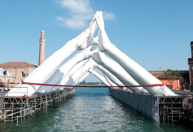 Dünyanın Dört Bir Yanından Bienaller: Çağdaş Sanatın Vitrini