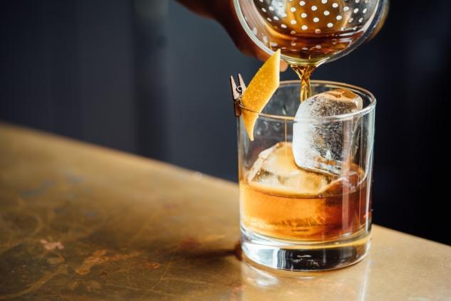 viski kokteylleri – adam jaime -unsplash