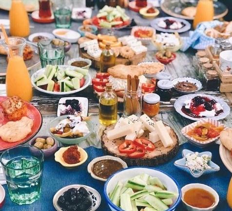 Bumba Breakfast Club: Alaçatı'nın Mutlu Eden Kahvaltıcısı