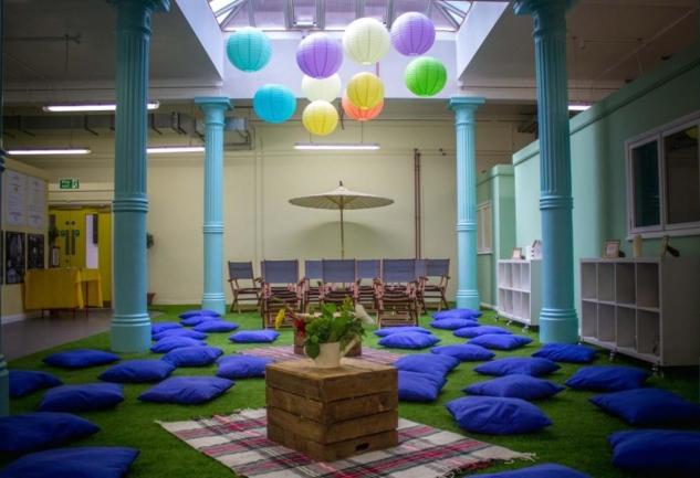 Museum of Happiness: Londra'da Mutluluk Sanatının Peşinde