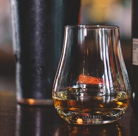 Koku ve Tat Tasarımda Saklı: Viski Bardakları