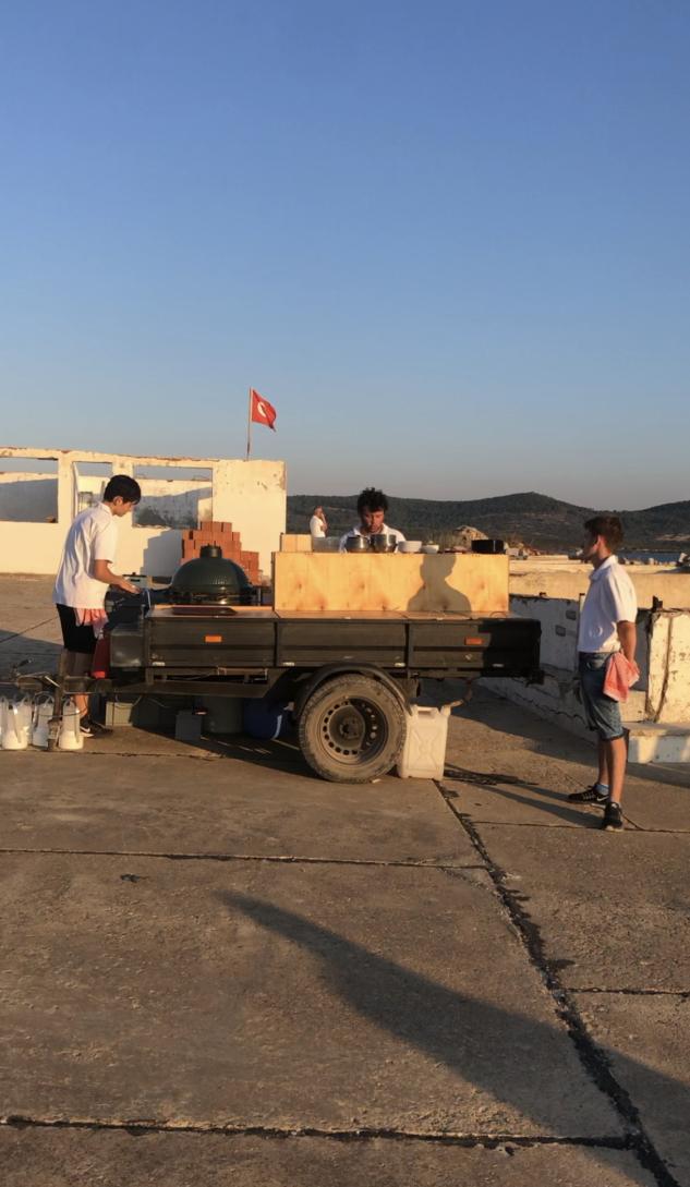Trata Ayvalık: Her Günü Farklı Bir Noktada Batıran Restoran