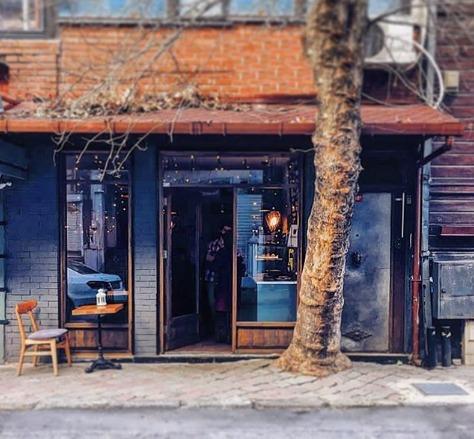 Doorstep: Arnavutköy'de Minik ve Samimi Bir Kahve Dükkanı