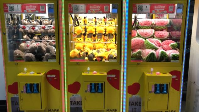 Metro istasyonları giriş-çıkışlarında, AVM'lerde food court bölümlerinde fazlasıyla bulunan oyuncak otomatları