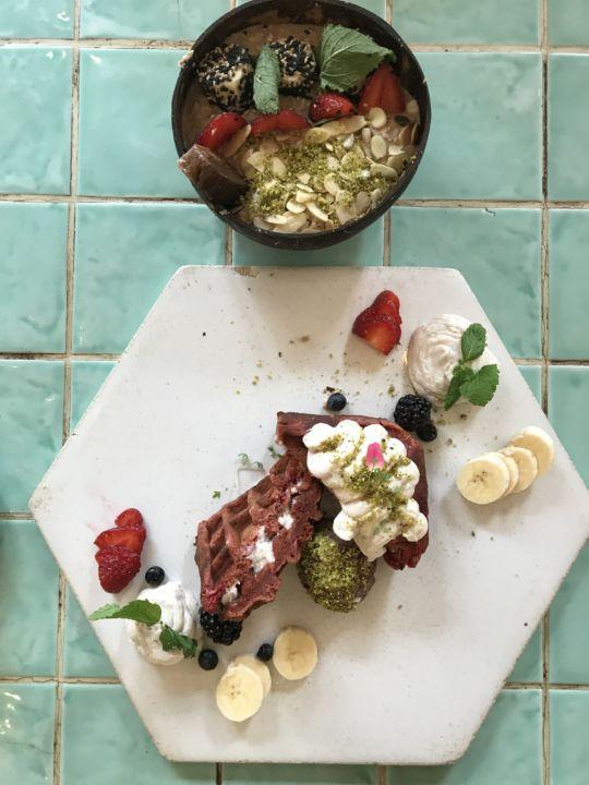 Porridge & Red Velvet Protein Waffle