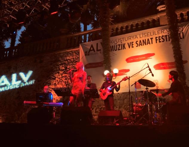 Selen Beytekin: Caz Müziğe Enerjisini Yansıtan Yetenekli İsim