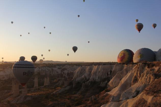 Kapadokya'da Balon Turu: Masalsı Bir Gün Doğumu Deneyimi