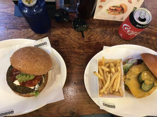 Sol Gran Vegano, sağ La Bacoa Burger