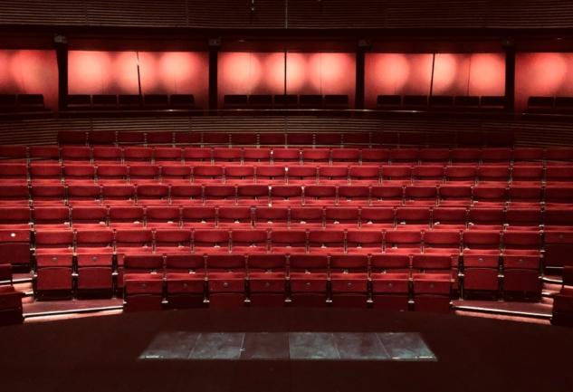 İstanbul'daki Tiyatro Sahneleri: Perdeler Açılsın!