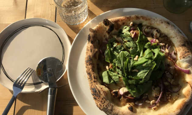 Soğanlı ve Rokalı Pizza