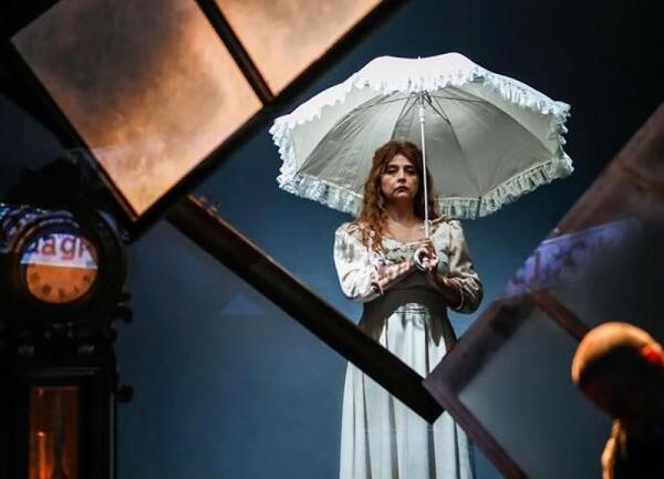 Nina: Tiyatroda İmkansız Bir Aşkın Ütopyası