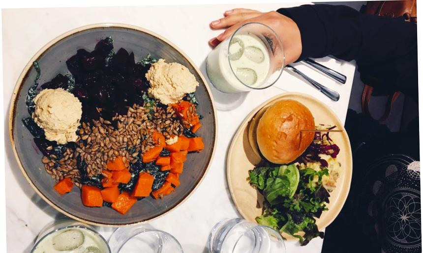 Kale Bowl, Seitan Burger, Otlu Kaju Ayranı