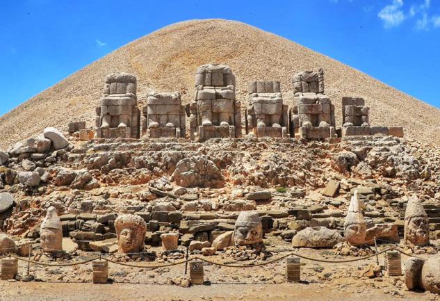 Nemrut Dağı: Doğa ve Tarihin Zirvedeki Buluşması