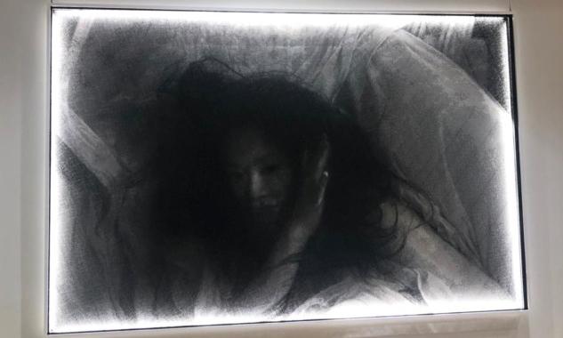 SeungMo Park'ın Alüminyum Teller ile Oluşturduğu Eseri
