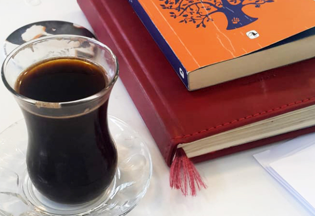 Süvari: Bir Hataylıdan Çay Bardağında Kahve Üzerine Notlar