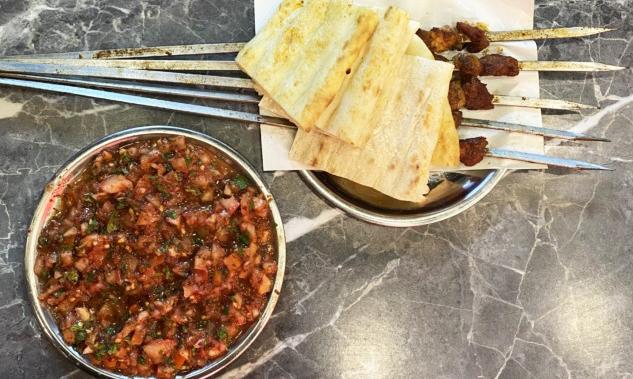 Domates Salatası ve Kaburga Şiş