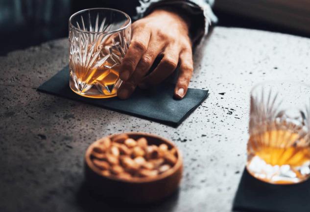 Less Ordinary: İzmir'in Sıradanlıktan Uzak Kahve-Kokteyl Barı