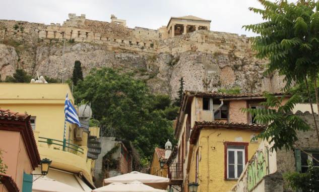 Plaka'dan Acropolis'in Görünüşü