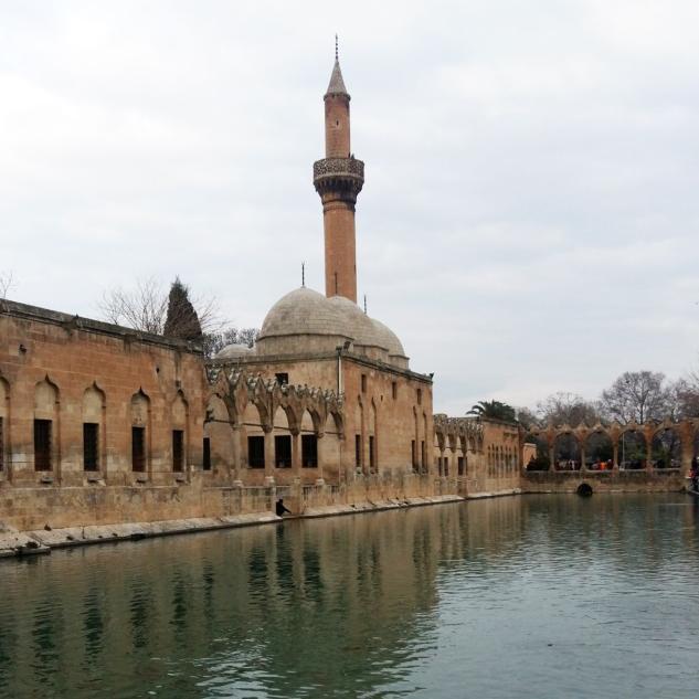 Halilurrahman Cami ve Balıklı Göl
