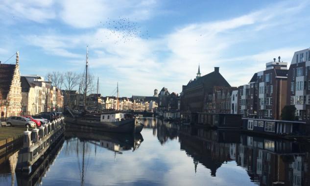 Leiden'da Güneşli Bir Cumartesi