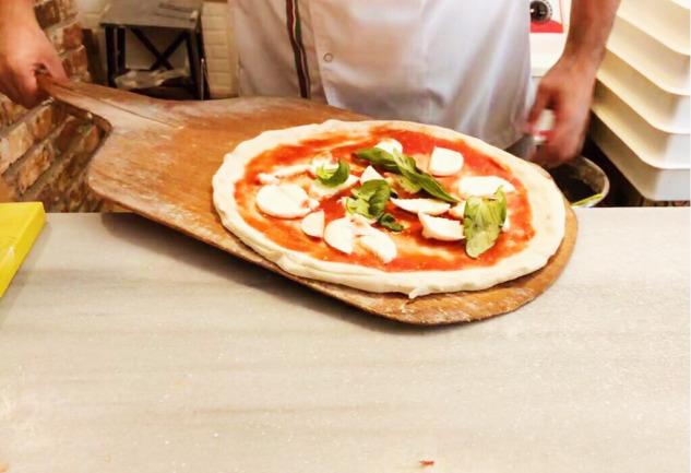 Pizzeria Il Pellicano: Moda'da Bir Napolili