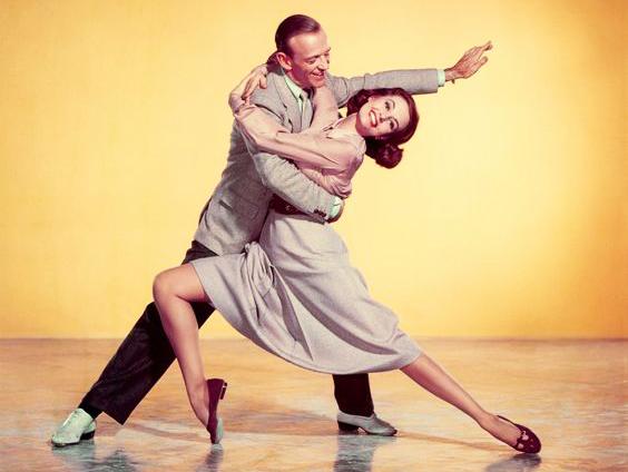 Swing: Caz Müzik Eşliğinde Mutluluk Dansı