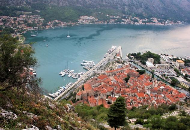 Kotor: Taş Evlerin ve Romantik Sokakların Kasabası
