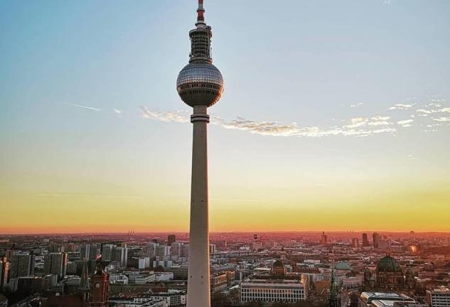 Berliner Fernsehturm: Berlin'in Simgesel Televizyon Kulesi