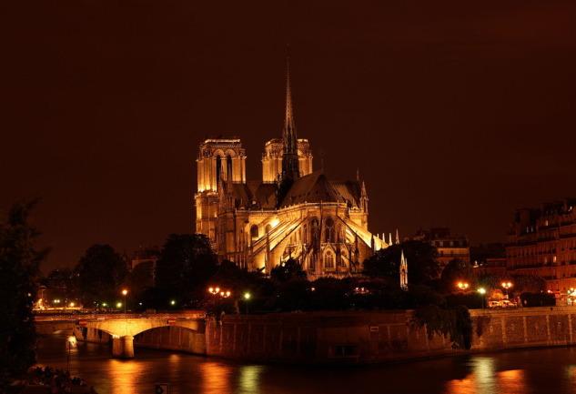 Notre Dame de Paris: Gotik Mimarinin Paris'teki Simge Yapısı