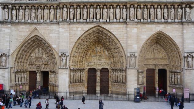 Notre Dame de Paris'in Batı Kapısı