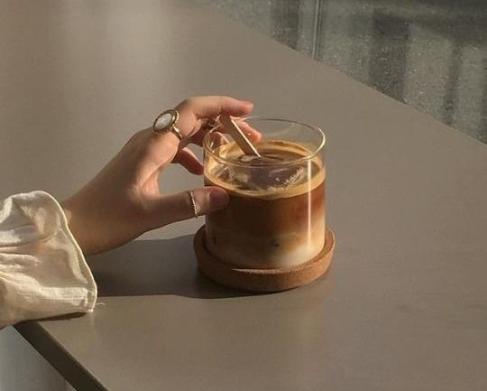 Dalgona Kahve: Köpüklü Bir Kore Kahvesi