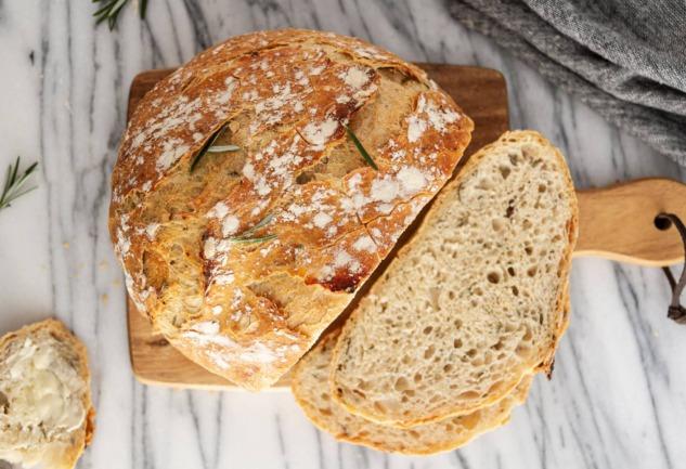 Neden Hepimiz Evde Ekmek Yapıyoruz?: Psikolojik Bir Bakış