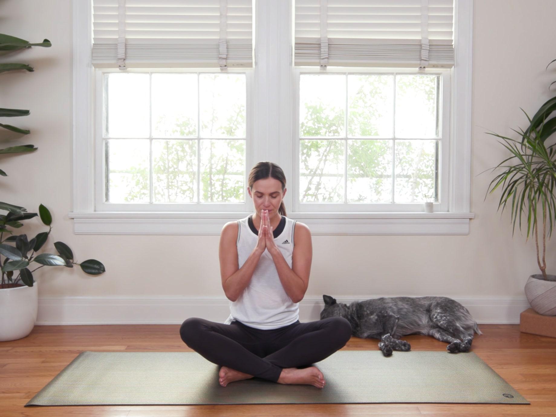 """Yoga With Adriene: 30 Günlük """"Evde Yoga"""" Serüvenim • theMagger"""