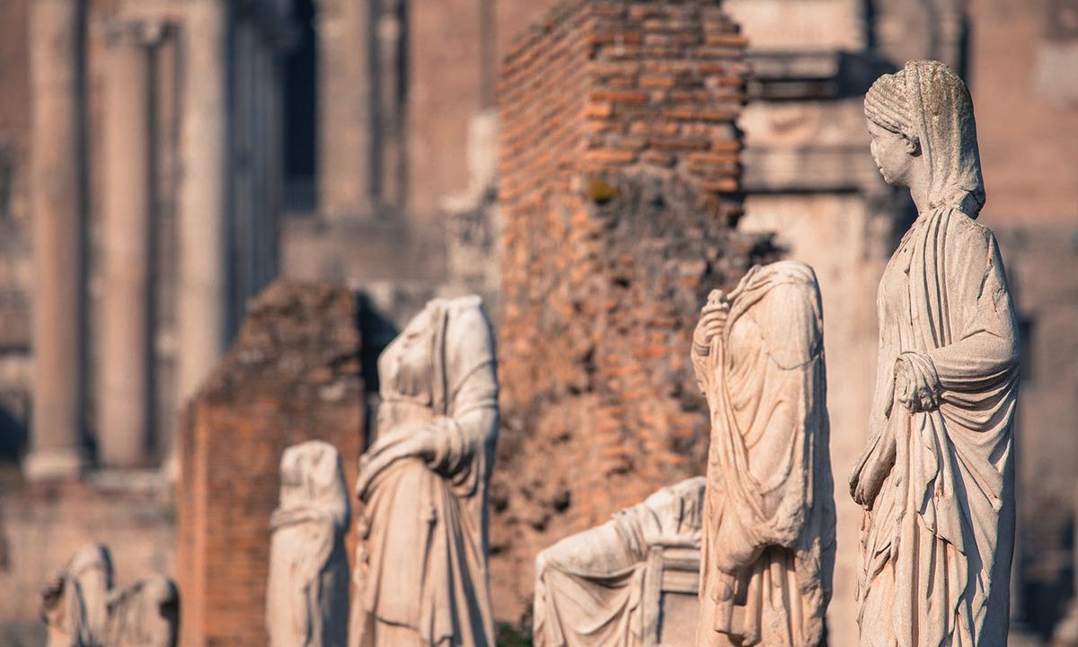 Vesta Bakireleri - Roma Forumu Heykeller
