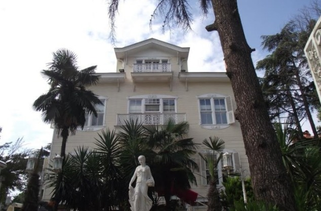 Caddebostan Abdüllatif Suphi Paşa Köşkü