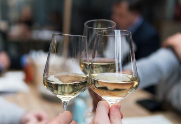 İlkbahara Yakışan Şarap Önerileri: Prosecco'dan Pinot Noir'a