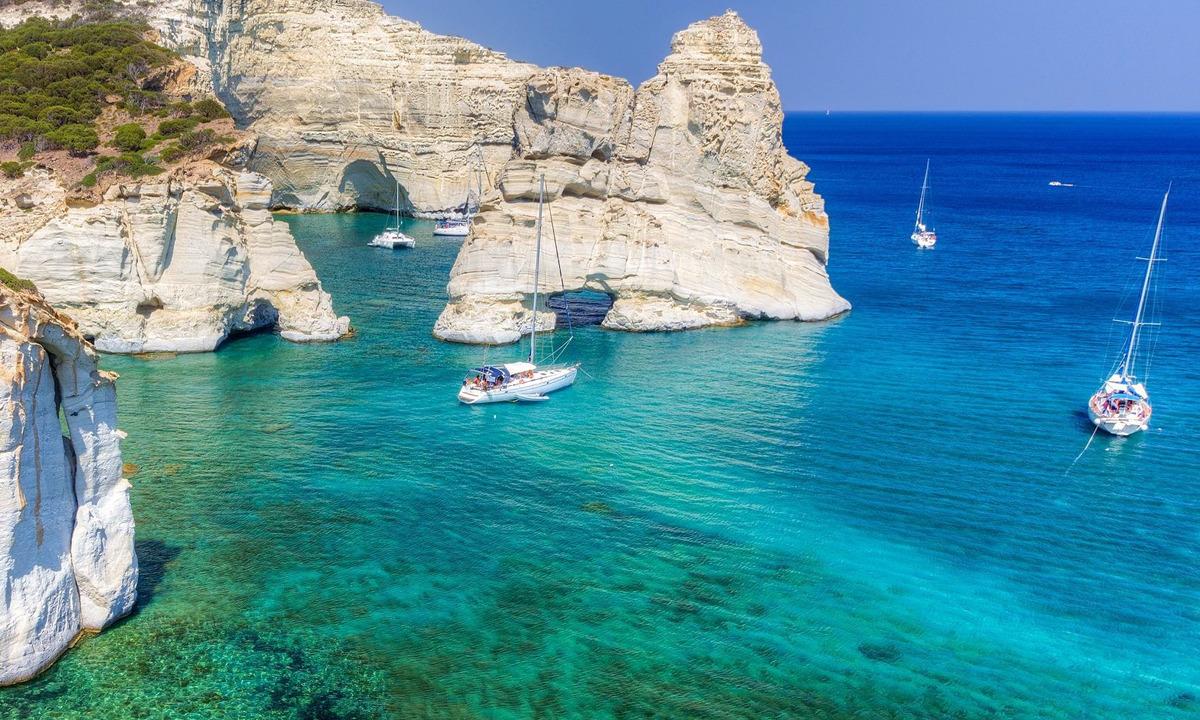 Milos Adası Tekne Turu