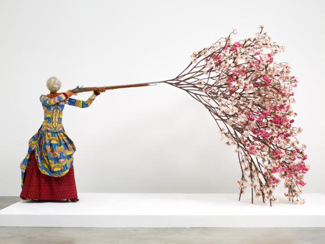 Yinka Shonibare, Sakura Ateşleyen Kadın, 2019