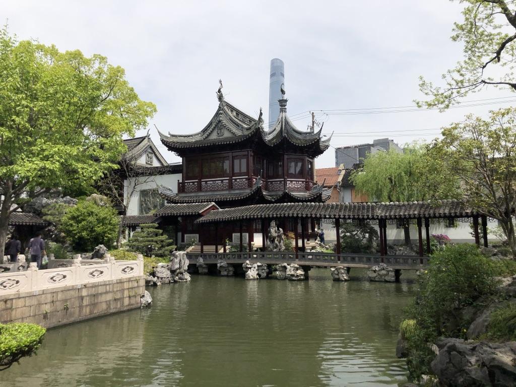 Yu Bahçeleri'nin ardından görünen Şanghay sembollerinden olan Financial Tower