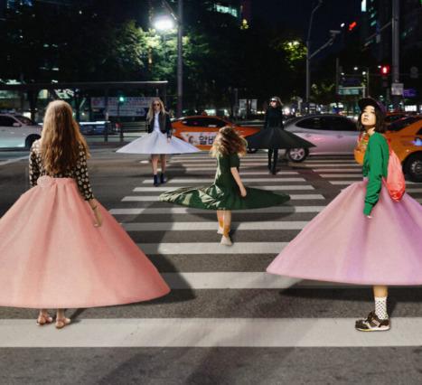 Petticoat Dress Sosyal Mesafe Kuralının Korunması Adına Bir Yardım Önerisi Sunuyor