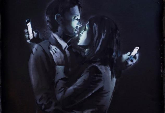 Banksy'den Mobil Aşıklar: Ceplerde Yaşanan Hayatlara Eleştiri