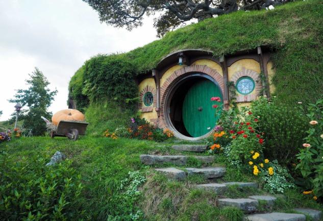 Hobbiton: Toprağa Gömülü Şirin Hobbit Evleri