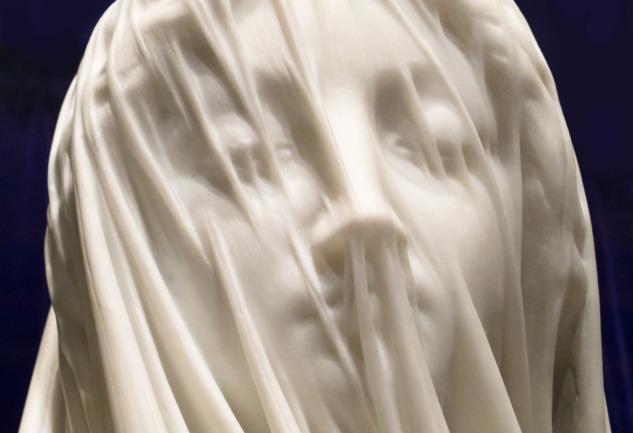 Duvaklı Bakire Heykeli: Zarif Bir Meryem Tasviri