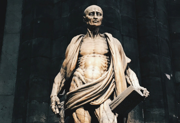 Aziz Bartholomew Heykeli: Duomo'nun Ürpertici Güzelliği