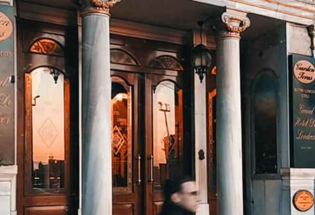 Grand Hotel De Londres: Pera'da Bir Fatih Akın Klasiği