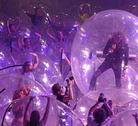 Flaming Lips'in Sosyal Mesafeli Konseri: Çözüm Devasa Plastik Balonlar mı?