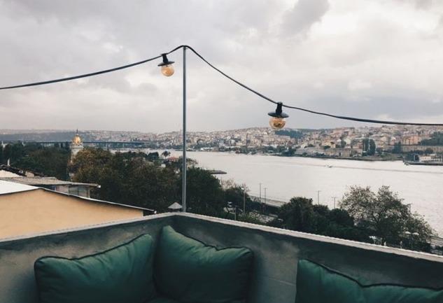 Popstel Balat: İstanbul'u Ayaklarınızın Altına Seren Mekan