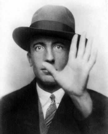 Paul Éluard: Sürrealist Şairin Anısına...