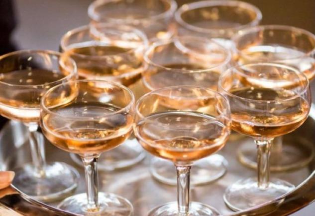 Şampanya: Geçmişten Günümüze Köpüklü Bir Hikaye